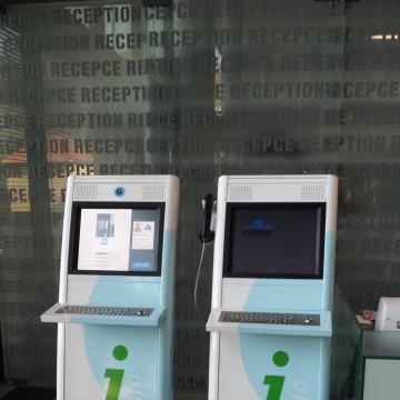 Informační kiosky ČSOB pro přístup - recepce P5