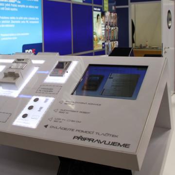 Exponát CEP, informační kiosky