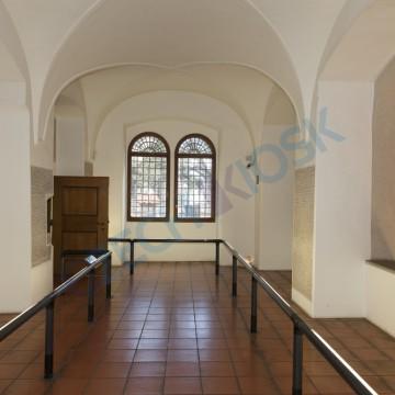 Skleněné informační kiosky Pinkasova synagoga